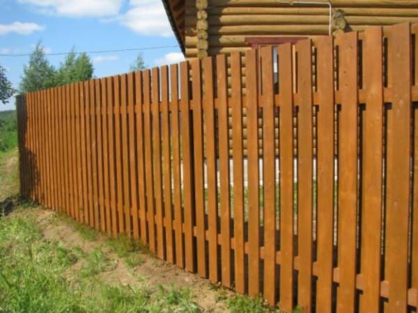Деревянные заборы для загородных участков.