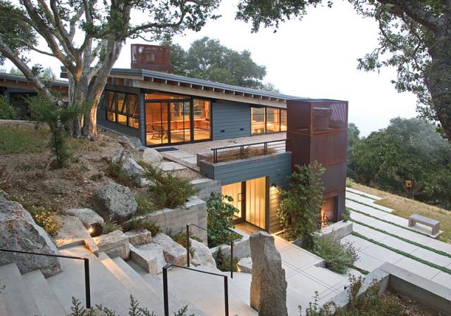 Дом на склоне: как выбрать фундамент?