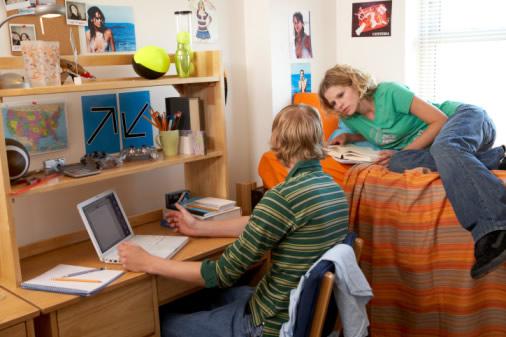 Где жить студенту? Что лучше: общежитие или съемное жилье?