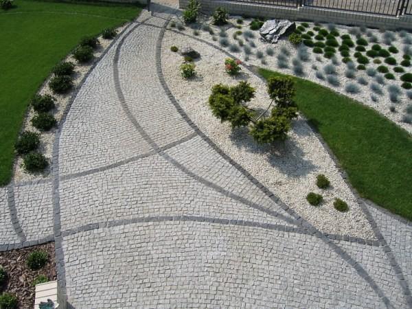 Гранитная брусчатка – достойное украшение любого двора