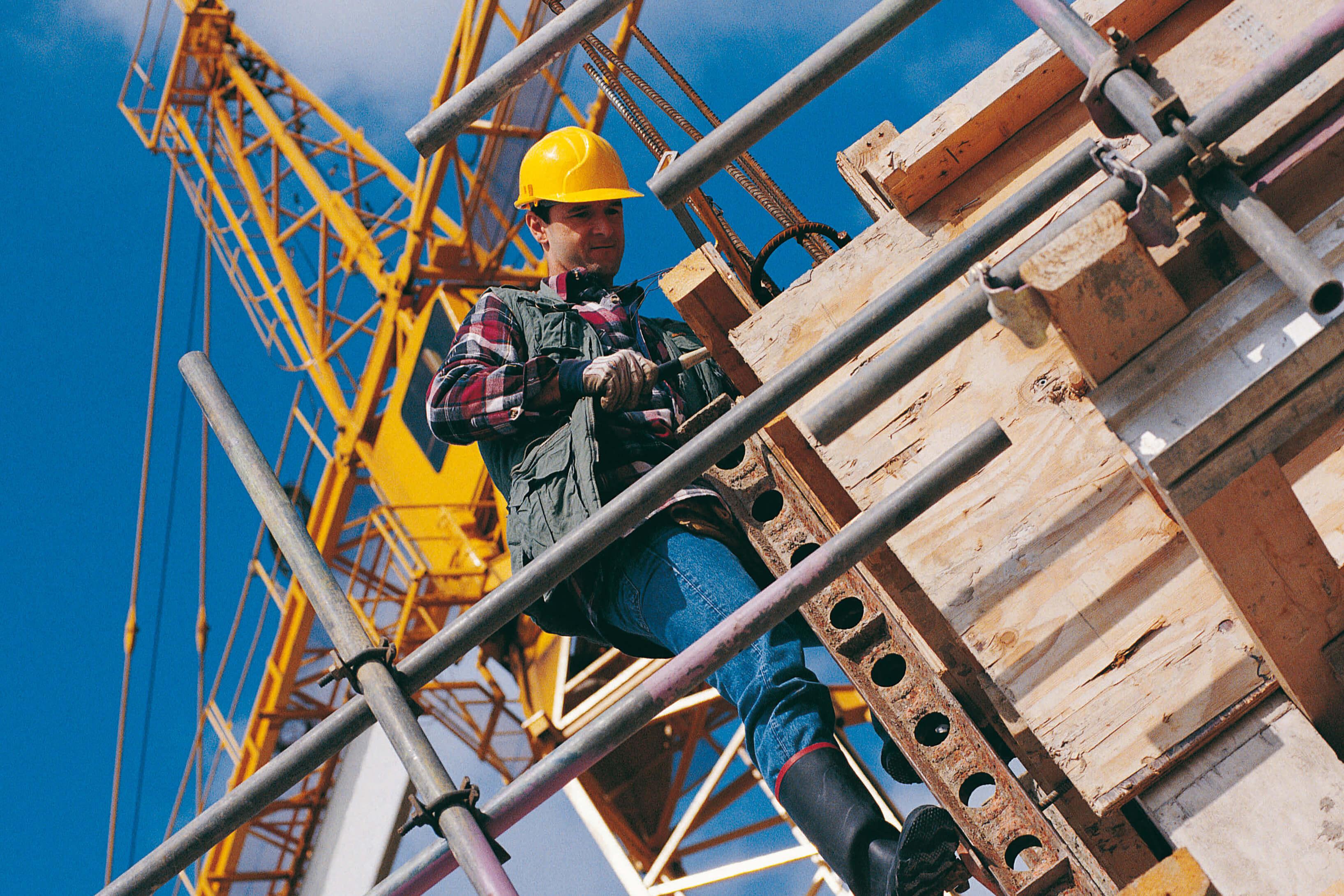 Контроль расходов на бригаду рабочих при строительстве